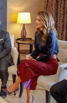 Queen Rania of Jordan Brings Her Royal Style to Snowy Davos Queen Rania, Queen Letizia, Work Fashion, Fashion Outfits, Womens Fashion, Royal Clothing, Estilo Real, My Fair Lady, Royal Princess