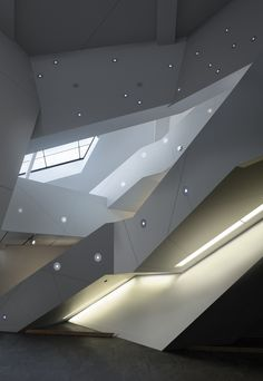 light & shadow, fabulous architecture Squish Studio / Saunders Architecture Color in architecture Denver Art Museum - Daniel Libeskind Architecture Design, Stairs Architecture, Amazing Architecture, Contemporary Architecture, Contemporary Art, Organic Architecture, Chinese Architecture, Futuristic Architecture, Daniel Libeskind