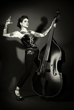 Rocking the bass, rockabilly style! Would love to be able to play the tall bass Rockabilly Music, Rockabilly Fashion, Rockabilly Style, Rockabilly Girls, Greaser Style, Pinup, Darkness Girl, Teddy Boys, Gothabilly