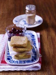 Süße Polentaschnitten mit Zimt Rezept: Personen,Kirschen,Vanilleschote,Milch,Salz,Zucker,Margarine,Polenta,Rotwein,Eier,Mehl,Zimt,Backblech