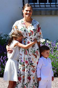 The Swedish royal family gathered at Solliden Palace, the family's summer home in Borgholm, to celebrate Victoriadagen, Crown Princess Victoria's birthday Jul Cinderella Party, Princess Victoria Of Sweden, Crown Princess Victoria, Donna Dewberry, Party Favors, Swedish Royalty, Royal Dresses, Royal Babies, Baby Princess