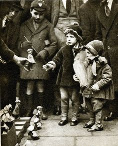 London in the 1920's: street toy sellers, Holborn