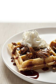 Gluten-Free, Dairy-Free Sticky Bun Waffles with Toasted Pecan Brown Sugar Syrup - Silvana's Kitchen Gluten Free Waffles, Gluten Free Recipes For Breakfast, Best Gluten Free Recipes, Gluten Free Breakfasts, Gluten Free Baking, Gf Recipes, Waffle Recipes, Breakfast Waffles, Candy