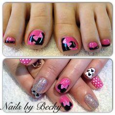 Minnie pedi by LifeLovePolish Nail Art Gallery nailartgallery.na by Nails M Pedicure Designs, Pedicure Nail Art, Toe Nail Designs, Toe Nail Art, Mani Pedi, Disney Toe Nails, Disney Manicure, Disney Toes, Minnie Mouse Nails