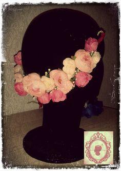 Corona en tonos rosas para las más románticas.