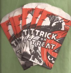 Trick or Treat Halloween Bags, Halloween Goodies, Halloween Trick Or Treat, Vintage Halloween, Trick Or Treat Bags, Halloween Drawings, Vintage Fall, Halloween Horror, Drawing Ideas