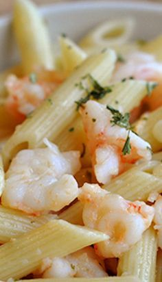 Butter and Garlic Shrimp Penne ~ A delicious silky, light sauce comes together to coat the shrimp and pasta with a heady garlic and butter flavor that is lightened with a squeeze of fresh lemon juice. Honestly, this sauce is perfection, especially when pa Fish Recipes, Seafood Recipes, Dinner Recipes, Cooking Recipes, Healthy Recipes, Seafood Pasta, Penne Pasta, Fresh Seafood, Healthy Food
