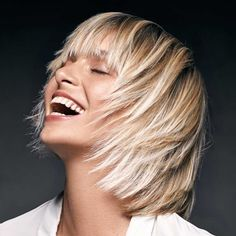 Very scaled pixie cuts, retro-inspired haircuts or more modern and extravagant, here are all the trends for short hair cuts spring summer Shampoo For Curly Hair, Curly Hair Cuts, Medium Hair Cuts, Short Hair Cuts For Women, Long Hair Cuts, Medium Hair Styles, Short Hair Styles, Medium Straight Haircut, Medium Long Haircuts