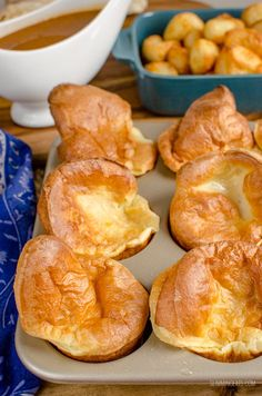 Slimming Eats 1 Syn Yorkshire Puddings - dairy free, vegetarian, Slimming World and Weight Watchers friendly Slimming World Yorkshire Pudding, Yorkshire Pudding Wrap, Yorkshire Pudding Recipes, Slimming World Desserts, Slimming World Recipes Syn Free, Slimming World Books, Slimming World Syns List, Syn Free Gravy, Slimmimg World