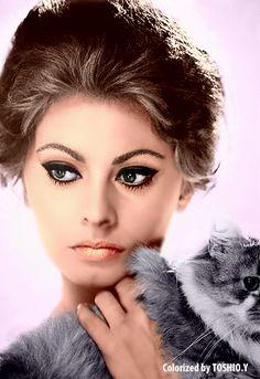 Sophia Loren cat eye.