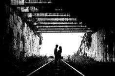Правильное позирование пары при силуэтной съемке