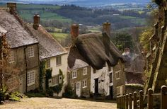 The much photographed Gold Hill in Shaftesbury, Dorset is famous for its picturesque hill. Its pretty cottages are in the heart of a Conservation Area | Period Living