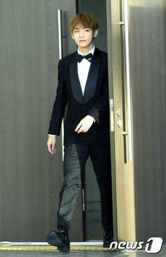 Kim Taehyung V Golden Disc Awards Red Carpet 170114 #BTS #BangtanBoys
