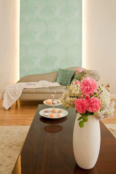 Belvárosi álomotthon - Patricia Dr. Somogyi - Picasa Webalbumok Home Staging, Vase, Table Decorations, Furniture, Home Decor, Picasa, Decoration Home, Room Decor, Home Furnishings