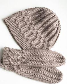 "209 Me gusta, 16 comentarios - Perm (@knitting_by_natalee) en Instagram: ""Комплект шапка и варежки из полушерсти"""