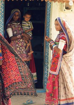Kutch women wear the desi clothes i love. Photo by: joel suganth (flickr)