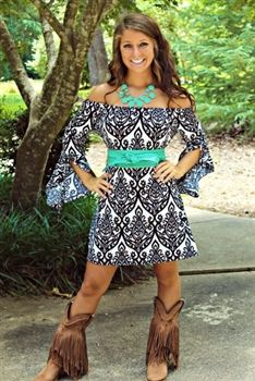 Lovethe dress, just not sure about the boots Walkaway Joe Tunic Dress - White Country Girl Outfits, Country Dresses, Country Fashion, Cowgirl Outfits, Western Dresses, Boho Fashion, Fashion Outfits, Country Girls, Cowgirl Dresses