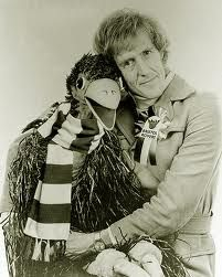 Rod Hull and Emu - really irritating! But hey, he was part of my childhood so had to put him on the page! Rod Hull, Listen To Reading, My Generation, Those Were The Days, White Image, My Childhood Memories, Emu, Old Tv, Back In The Day