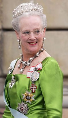 Queen Margrete II of Denmark wearing the gorgeous perle poire parure. Danish Crown Jewels