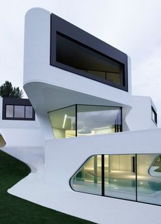 Very edgy  #architecture #Design #build #building #architectural #architect #elegant @Mad4Clips