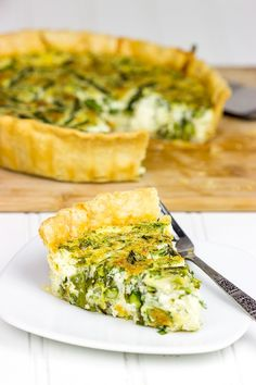 Mix up dinner tonight with this tasty Roasted Asparagus and Gruyere Quiche!