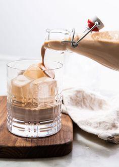 Homemade Irish Cream Liqueur Is Insanely Easy Homemade Baileys, Homemade Irish Cream, Baileys Irish Cream, Baileys Cocktails, Fun Cocktails, Cocktail Recipes, Drink Recipes, Crockpot Chicken And Dumplings, Cream Liqueur