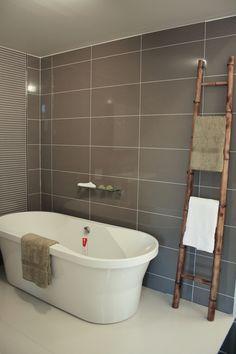 30 grey granite bathroom tiles ideas and pictures 2019 Best Bathroom Tiles, Granite Bathroom, Bathroom Tile Designs, Laundry In Bathroom, Bathroom Renos, Bathroom Flooring, Bathroom Renovations, Small Bathroom, Bathroom Ideas