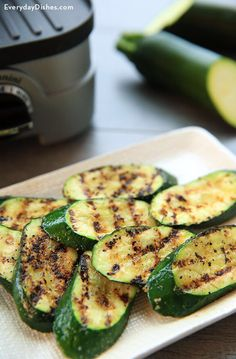 Simple Grilled Zucchini Recipe When it comes to cooking with veggies, simple is usually the best. That's definitely the case with our grilled zucchini recipe! All you need is four ingredients and about 15 minutes. Bbq Zucchini, Grilled Zucchini Recipes, Grilled Vegetables, Vegetable Recipes, Simple Zucchini Recipes, Zucchini On The Grill, Grilled Pizza, Vegetables On The Grill, Grilled Zucchini Squash