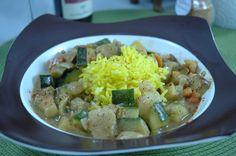Vereinigung der Erdnuss mit Zucchini...Magnesium meets Trytophan.. http://www.umgekocht.de/2015/09/vegane-zucchini-erdnuss-pfanne/
