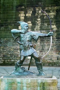 Robin Hood memorial in Nottingham.