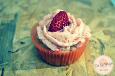 fresh strawberries cupcakes Cupcakes de Fresas naturales.