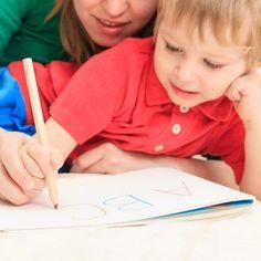 Te enseñamos un juego muy práctico para ayudar al niño a mejorar su letra cuando escribe. Se llama los Peceletras. Ya verás como se divierte y le ayuda a perfeccionar su caligrafía.
