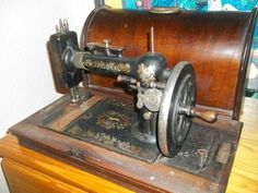 New National handcrank (made by the New Home Sewing Machine Company). Looks a bit rusty.