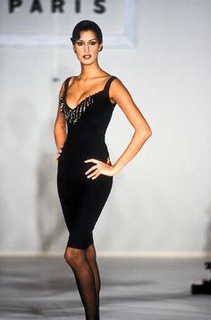 Fashion Tips Dresses Yasmeen Ghauri / Herve Leger Runway Show F/W Tips Dresses Yasmeen Ghauri / Herve Leger Runway Show F/W 1993 70s Fashion, Skirt Fashion, Fashion Beauty, Autumn Fashion, Vintage Fashion, Womens Fashion, Fashion Tips, Stylish Dresses, Nice Dresses