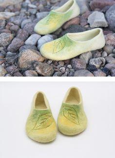 Felted slippers for women #feltedslippers #feltslippers #yellowslippers #naturalslippers #womenslippers #giftforher