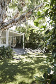mediterraner garten my scandinavian home: Dreamy Escape: The Cottage, Byron Bay Outdoor Spaces, Outdoor Living, Indoor Outdoor, Landscape Design, Garden Design, Byron Beach, Scandinavian Home, Backyard Landscaping, Backyard Ideas
