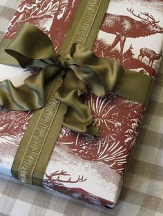 @TheUPSStore  #HassleFreeHolidays Pinspiration Wrapping  #Christmas gifts tied with a bow