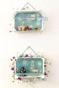 Weihnachtsstimmung für die Wand - gebastelt aus Mandarinenkisten und Weihnachtsdeko! Christmas Mood, Noel Christmas, Diy Christmas Ornaments, Holiday Crafts, Vintage Christmas, Christmas Decorations, Holiday Decor, Christmas Boxes, Fruit Box