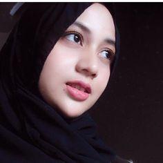 Hijaber Video Cute Make a Song - Tik Tok Hijab Beautiful Hijab Girl, Beautiful Muslim Women, Beautiful Ladies, Hijab Niqab, Hijab Chic, Beau Hijab, Islamic Girl, Iranian Women, Girl Hijab