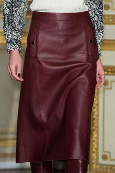 Vanessa Seward at Paris Fall 2015 (Details) Long Leather Skirt, Leather Dresses, Leather Skirts, Black Leather, Work Fashion, Fashion 2020, Steampunk Fashion, Gothic Fashion, Paris Fashion