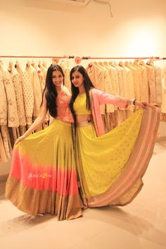 10 different wedding functions outfit costs giving you a headache? Check out these 5 gorgeous outfits which sum total under ! Party Wear Indian Dresses, Indian Gowns Dresses, Indian Outfits, Bollywood Lehenga, Bollywood Fashion, Beautiful Long Dresses, Pretty Dresses, Floral Lehenga, Lehenga Blouse