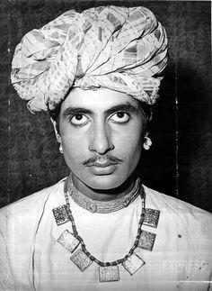 Next Amitabh Bachchan played his first negative role in  Parwaana (1971), followed by 'Reshma Aur Shera' (1971).