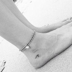 Tatouage délicat de vagues