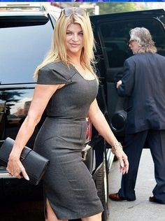 Waves Hairstyle Men, Kirstie Alley, Photography Movies, Women Be Like, Pencil Skirt Outfits, Beautiful Curves, Beautiful Actresses, Lady, Beauty Women