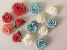 Flores de cerámica en frío, súper fáciles, espero les gusten. Instagram: Miriannydelossantos Facebook: www.facebook.com/miriannydelossantos Twitter: www.twit...