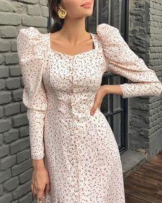 Indian Fashion Dresses, Indian Designer Outfits, Fashion Outfits, Stylish Dresses, Elegant Dresses, Beautiful Dresses, Sunmer Dresses, Kurta Neck Design, Sleeves Designs For Dresses