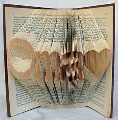 handgefaltetes Buch Schriftzug Oma