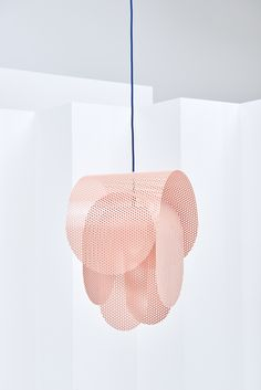 Tendance metal perforé : Suspension Superpose, Frederik Kurzweg. 1 | AD Magazine
