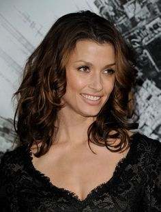 """Bridget Moynahan Photos - Actress Bridget Moynahan arrives at the premiere of Columbia Pictures' """"Battle: Los Angeles"""" at the Village Theater on March 2011 in Los Angeles, California. - Premiere Of Columbia Pictures' """"Battle: Los Angeles"""" - Red Carpet Taurus, Girl Celebrities, Celebs, Blue Bloods Tv Show, Before Bed Workout, Bridget Moynahan, Columbia Pictures, Female Actresses, Beautiful Women"""