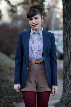 I wiiish I could pull off this geek-chic style. Adorably effortless.